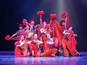 舞狮威风锣鼓激光舞沙画相声变脸小丑杂技肩上芭蕾舞蹈双语主持人模仿秀默剧