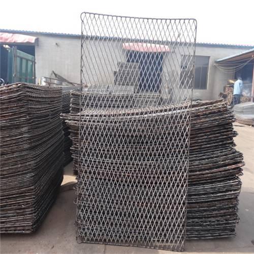 建筑用重型钢板网 脚踏防护网 防锈漆钢笆网片
