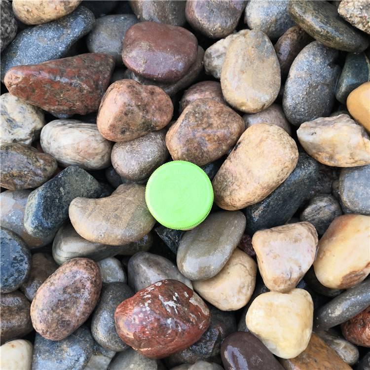铺路用多大规格鹅卵石 太原永顺3到5厘米五彩抛光鹅卵石厂家