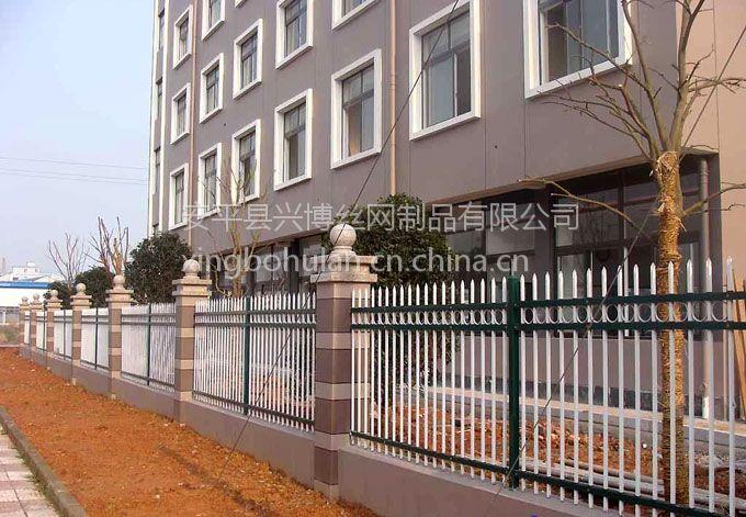 安平兴博丝网长期供应Q235锌钢护栏,镀锌方钢管喷塑围墙栅栏,