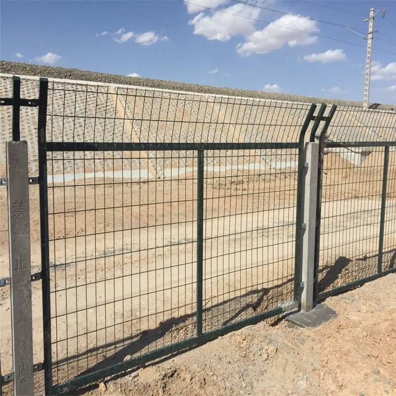 桃型柱护栏网 体育场护栏网厂 防护栏厂家