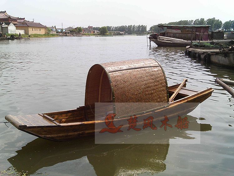 厂家直销乌篷观光船 老龄杉木手划乌篷船 水上娱乐观光船