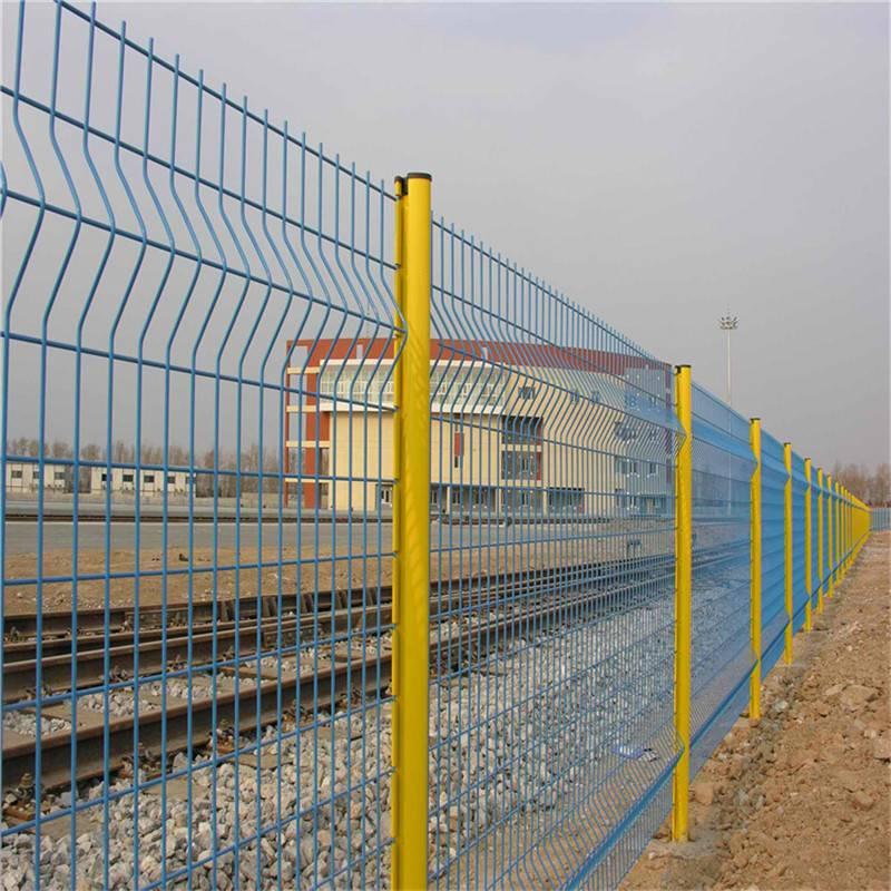 果园防护网 护栏网多少钱 网围栏厂家