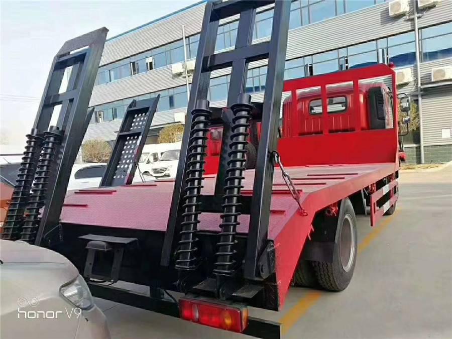 8吨平板运输车跃进蓝牌拖挖机的怎么卖多少钱