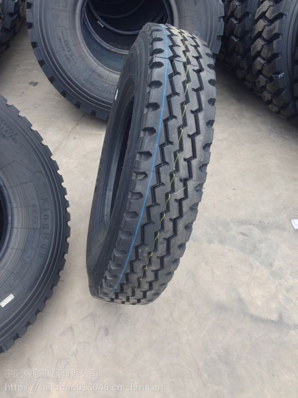 三线花纹 8.25R20 卡车轮胎 825R20