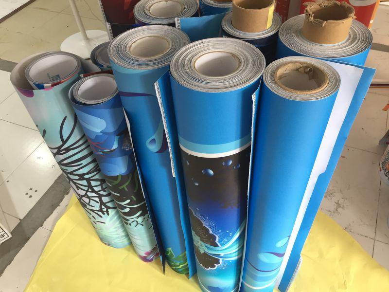 深圳哪里有不脱胶高清地贴喷绘生产厂家 新发现喷绘
