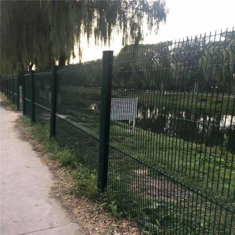 养殖护栏网批发 夹丝护栏网 深圳铁丝网围墙