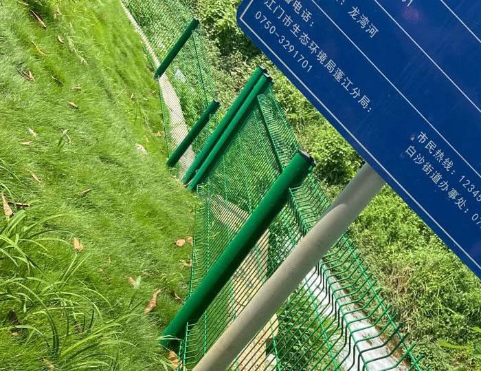 双边丝护栏 珠海压弯景区隔离栅 湛江市政道路护栏现货
