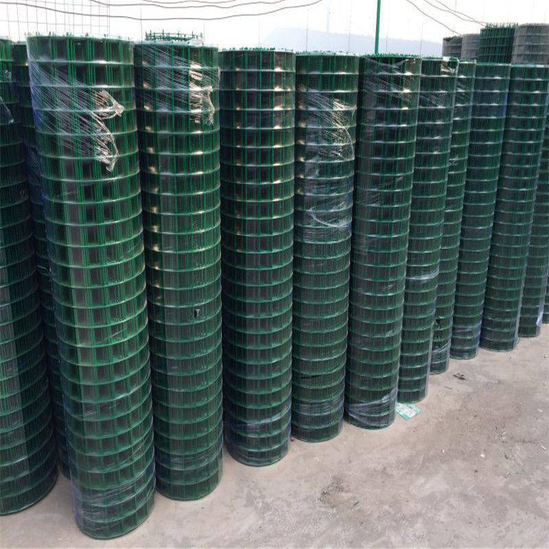 养鸡铁网围栏价格 围栏网-安平县优盾金属制品厂