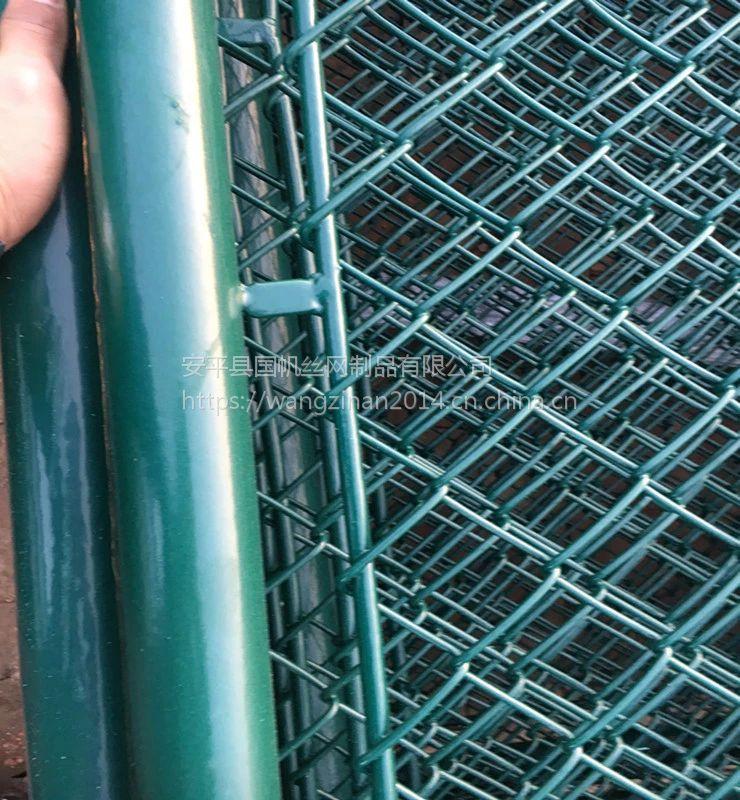 供应泰州球场围网厂家 浸塑篮球场围栏 8米足球场围网