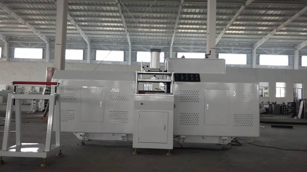 铝合金门窗机器 常德铝合金门窗制作设备哪个厂家好 有几台机器