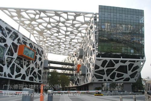 铝单板雕花厂家,镂空造形铝单板定制价格。