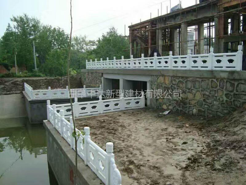 邹城水泥制品厂家直供 混凝土仿木护栏 河道栏杆 水泥仿石栏杆