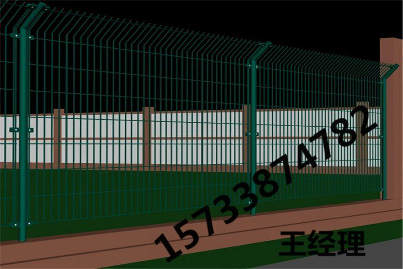 葫芦岛 浸塑 勾花网护栏 车间隔离护栏网 加强弯围栏 生产