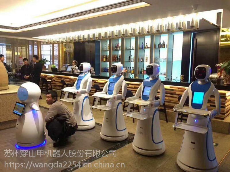 穿山甲迎宾解说送餐机器人荣登网络春晚舞台、银行都可以选择穿山甲PIR-G机器人做迎宾解说