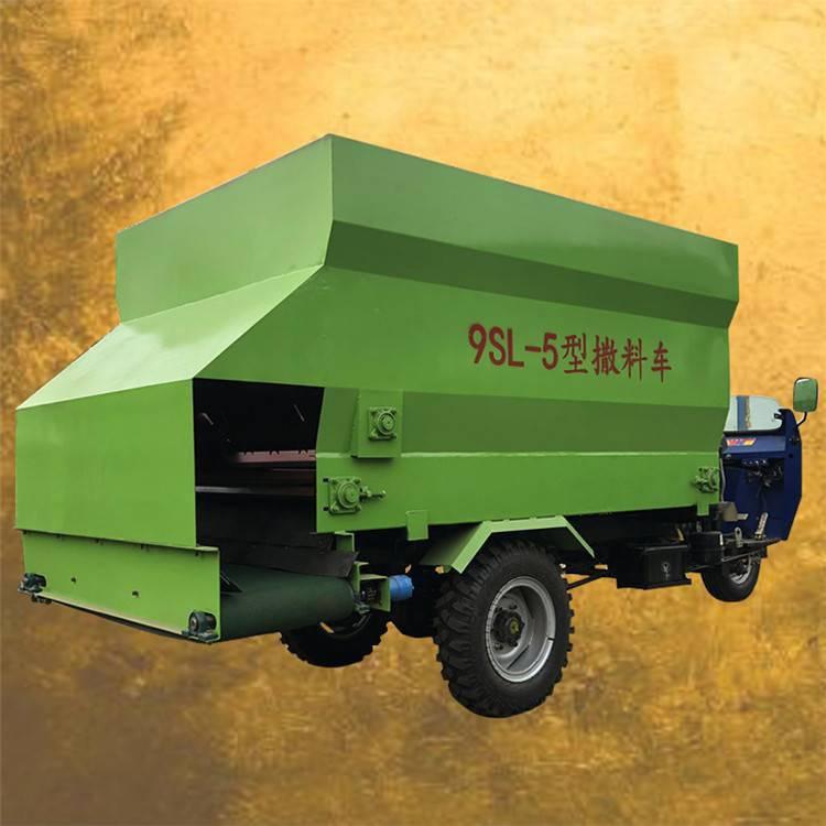 柴油饲料投喂车规格 针对养殖场设计的柴油饲料投喂车 润丰