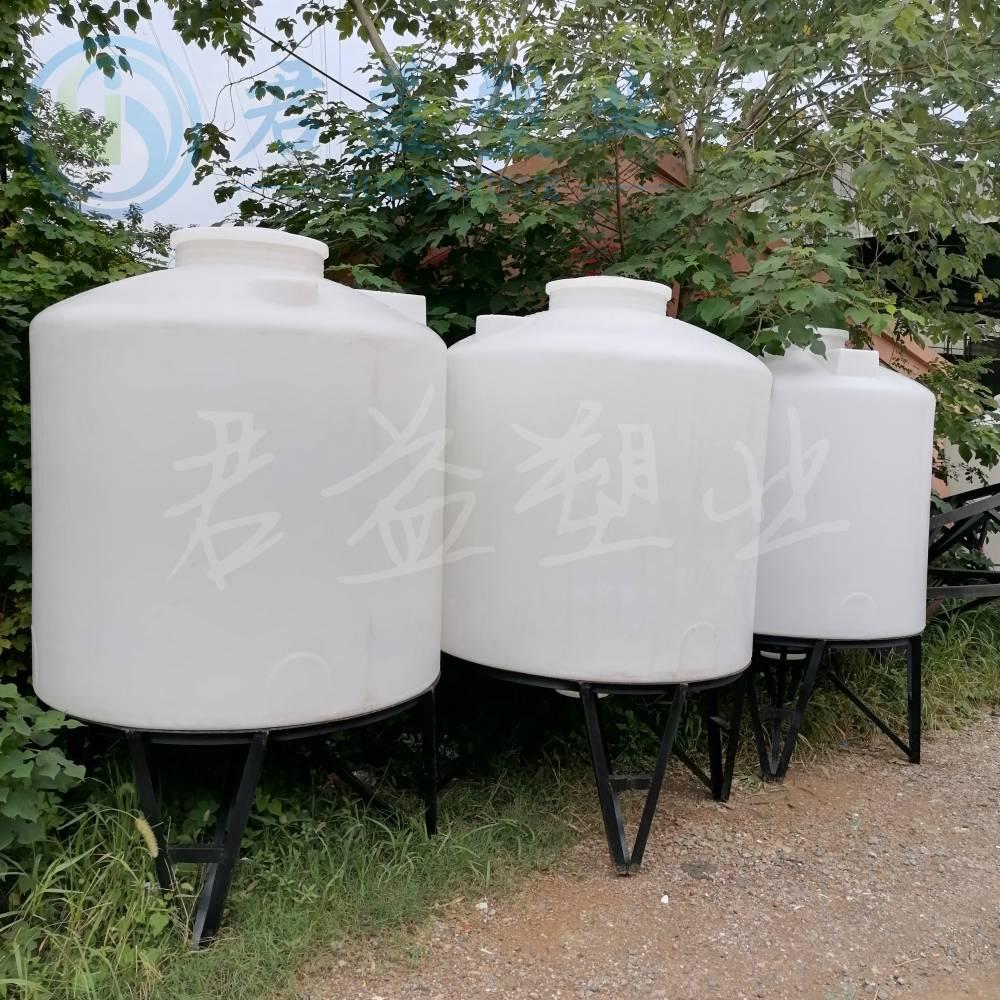 君益加铁皮焊法兰的10000L PE水箱储罐