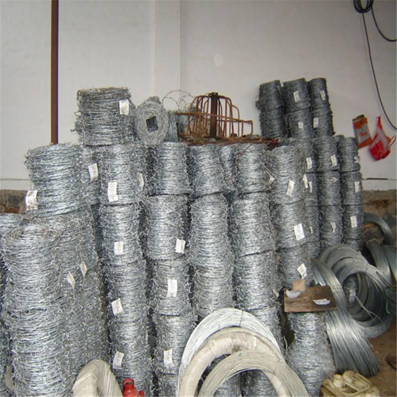 刺绳护栏网图片 刺绳网规格表 铁丝网围墙