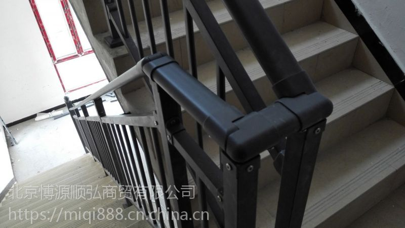 HC廊坊仿木纹楼梯扶手,Q235廊坊锌合金靠墙扶手,组装楼梯护栏,烤漆阳台围栏,镀锌钢围栏