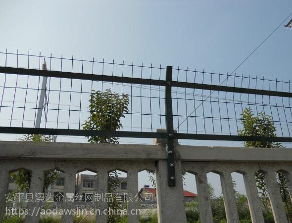 澳达生产哈尔滨浸塑飞机场防翻越网机场围墙网