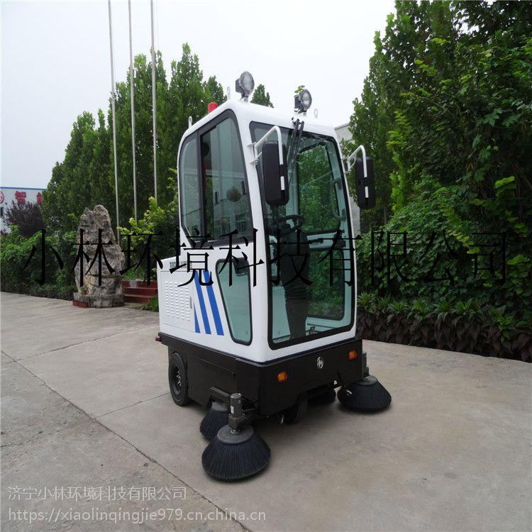 1900电动扫路车强力控尘吸扫一体喷雾降尘型全封闭式电动扫地车