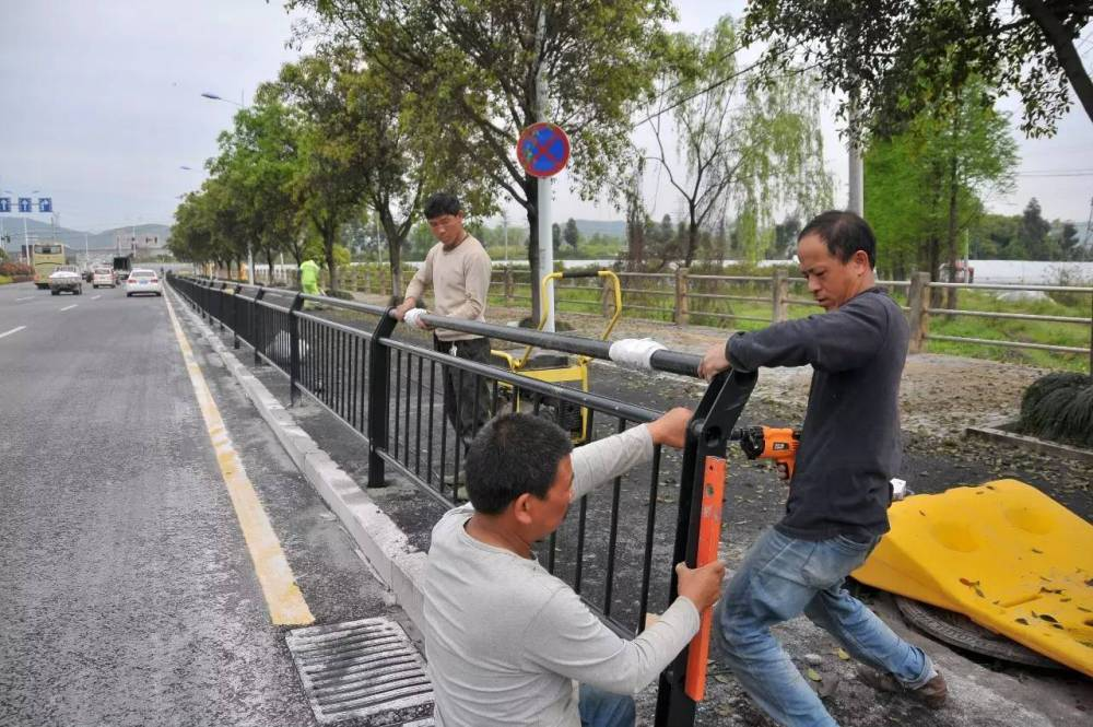江门河道人行护栏款式 广州市政栅栏生产厂 东莞面包管护栏现货