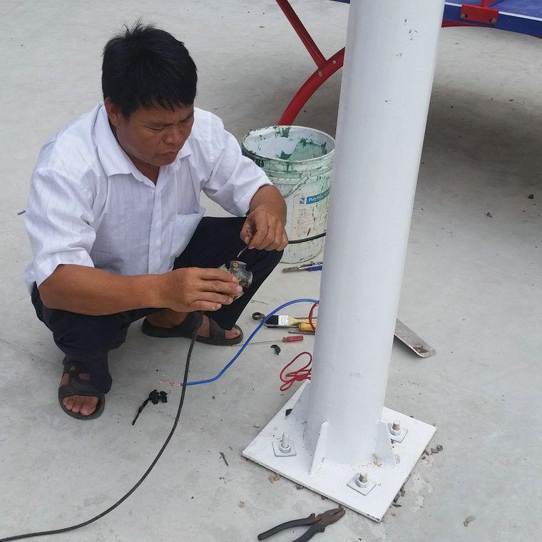 惠州镀锌管灯杆重量 牙刷路灯夜间示意图 LED灯杆一套价格