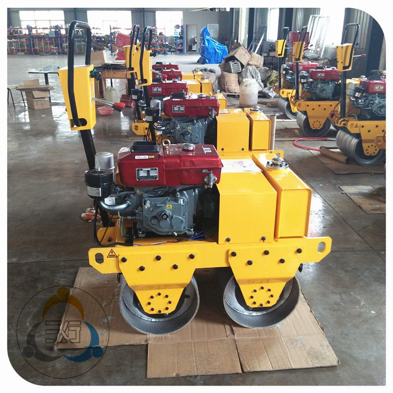 手扶振动压路机厂家 小型双轮压路机使用效果 取得市场青睐的三人行机械