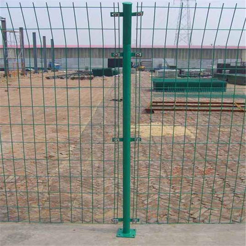 水库围栏网 用于水库两侧浸塑防护护栏网游乐场隔离栏重庆供应商家