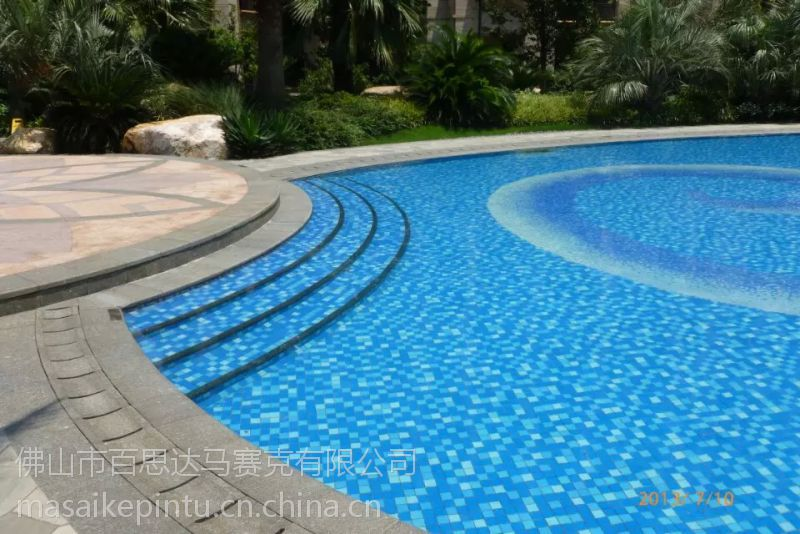全国质量的泳池陶瓷马赛克批发厂-背景墙水晶马赛克拼图 泳池拼花图片