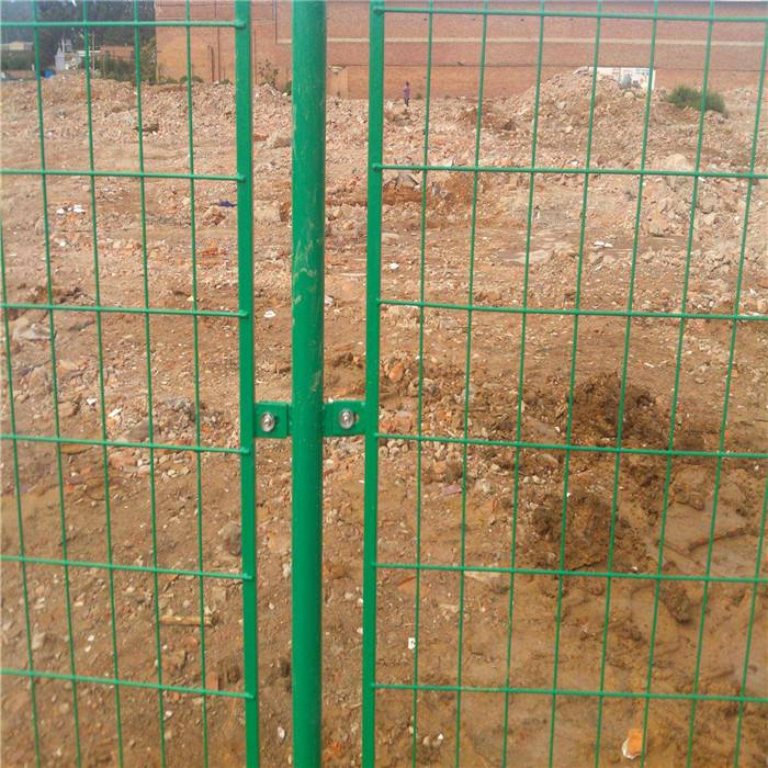 铁丝网围栏 超长寿命小区防护栅 围墙护栏网