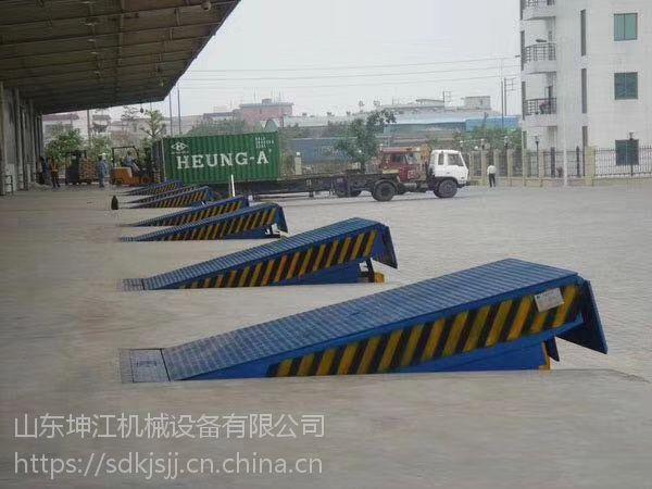 厂家生产固定式登车桥集装箱叉车过桥装卸货设备