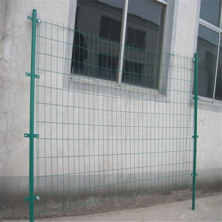 双边绿色铁丝网 高速公路护栏 体育场围栏