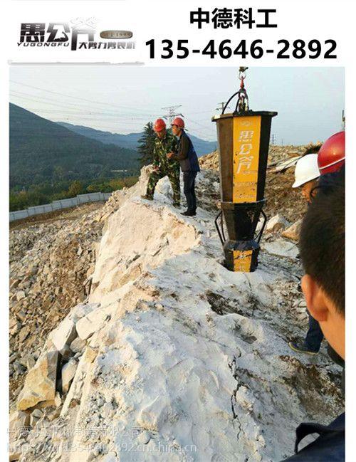 丽江挖地基坑有坚硬石头打不动怎么办用什么机器裂石机