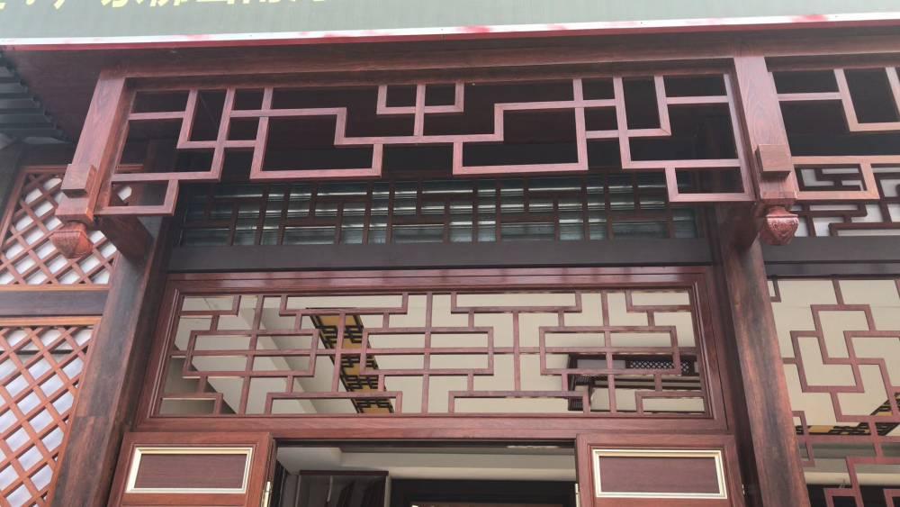 江西仿古木纹铝窗花款式大全