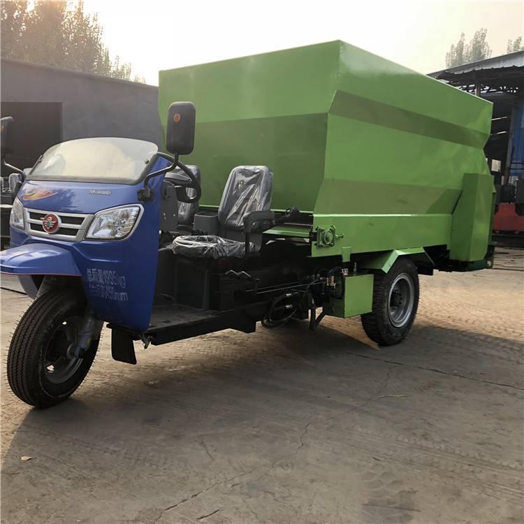 充电新式撒料车 电动三轮制作撒料车 养殖饲料专用喂料车