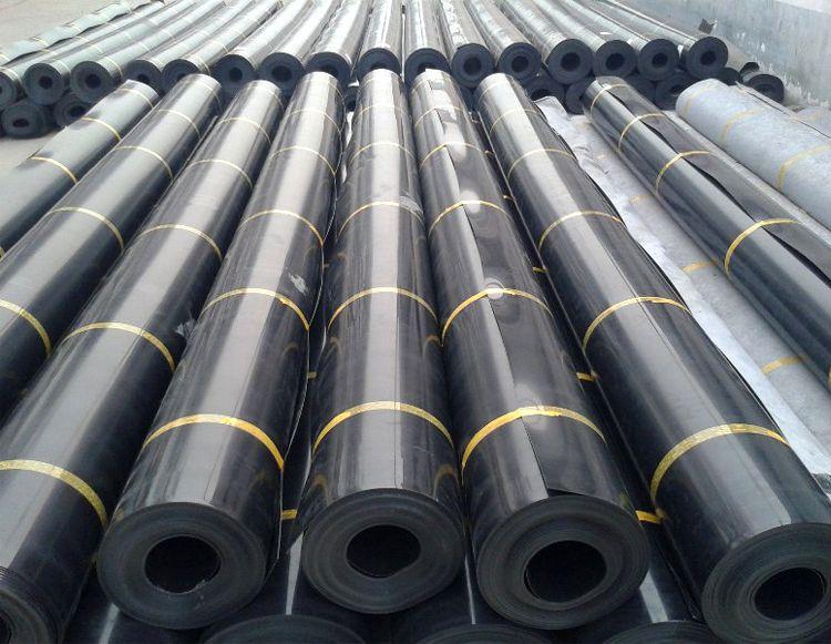 水塘防渗膜 黑色复合土工膜 抗紫外线耐高低温 山东土工膜厂家