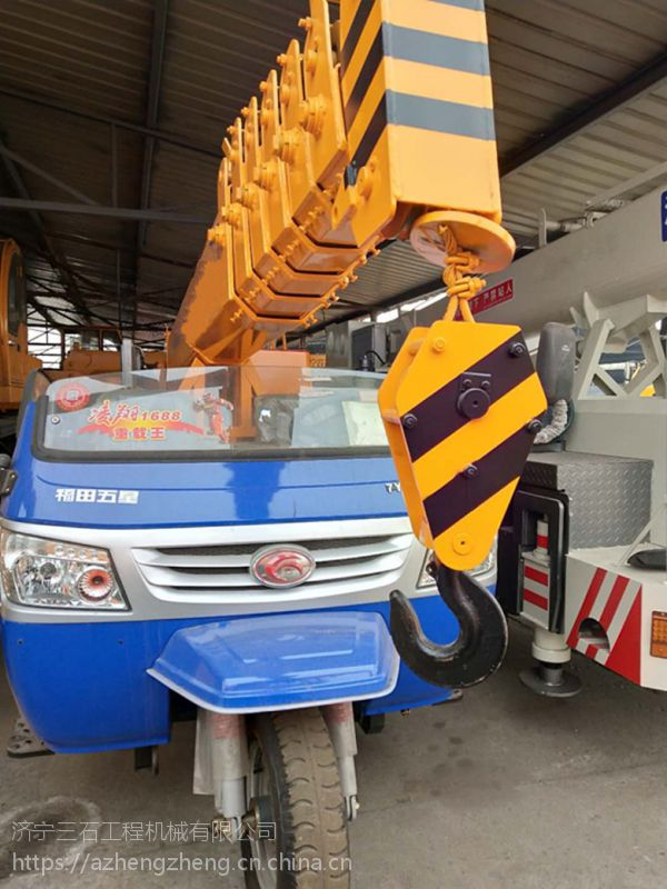 陕西吊车厂家可以找到农用小型三轮吊车 3吨五征三轮吊电机11千瓦 28马力发动机