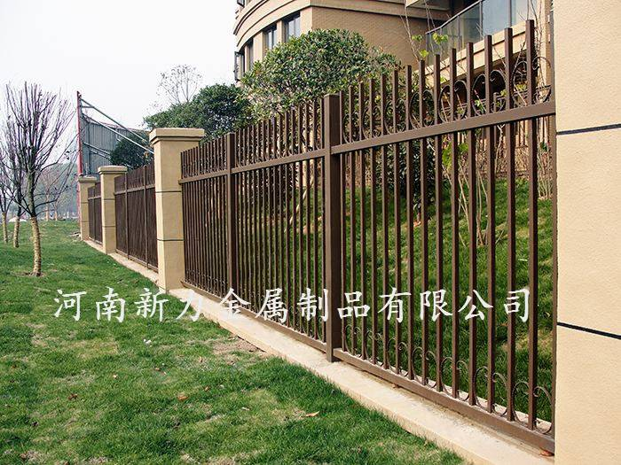 工厂加工定制 小区锌钢护栏 钢材隔离栏 庭院锌钢围栏 河南新力