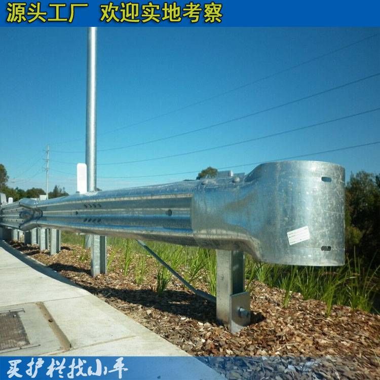 广州公路中央隔离护栏板价格 湛江镇公路波形板护栏现货 波形钢护栏