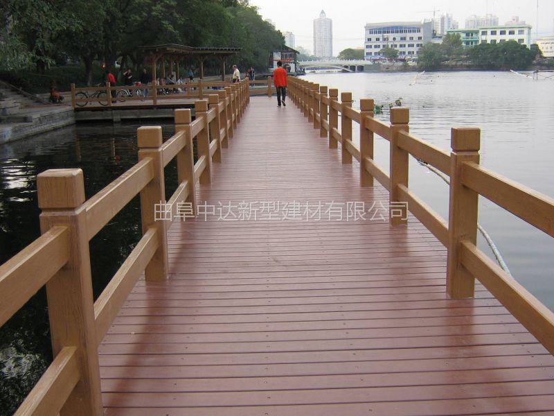 金乡县仿木纹护栏厂家 仿石护栏厂家 景观河道围栏
