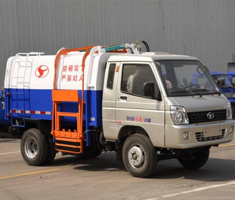 汽油挂桶式垃圾车自动翻桶操作简单 国五标准排放全封闭5方箱体