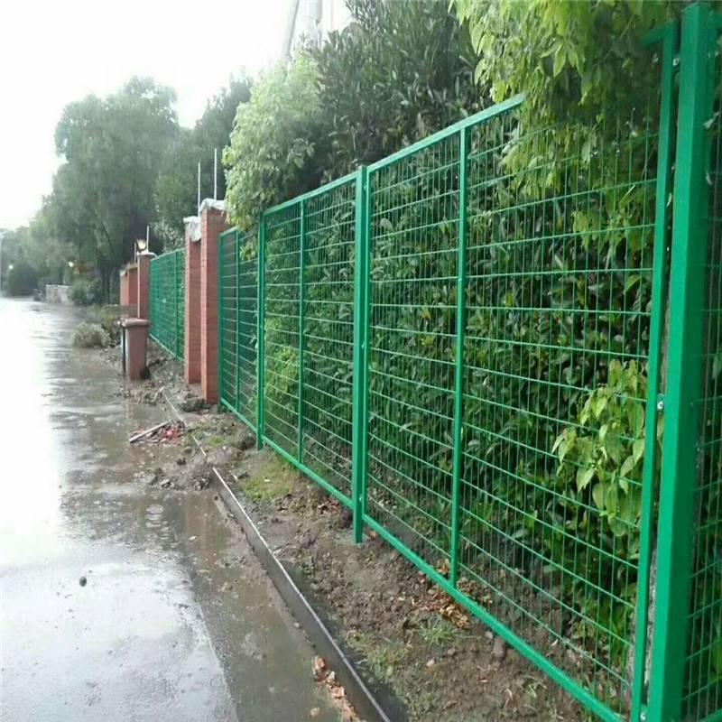 浸塑绿色框架护栏网 湖南高速公路护栏网厂家-优盾