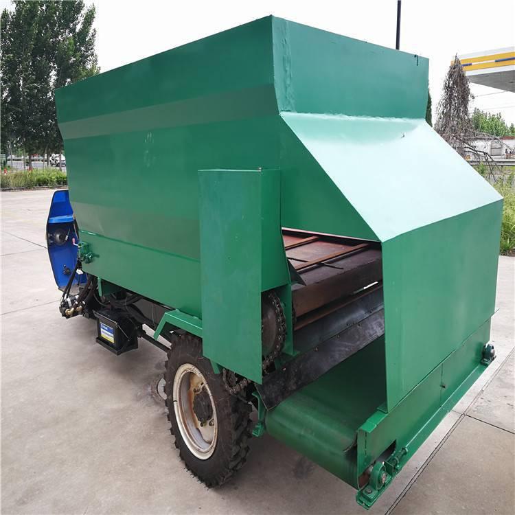 鹤岗养马喂料车 柴油大容量喂料车 1.5米宽通道撒料车 浩发