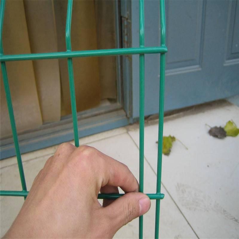 绿色铁丝护栏网 358护栏网 围墙防盗铁丝网