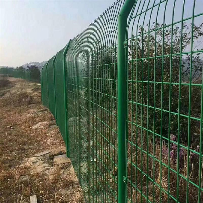 鸡鸭场地围栏 浸塑荷兰网 养殖铁丝护栏网