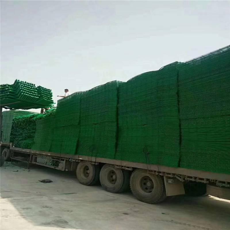绿化带隔离栅 三折弯隔离栅 小区防护网