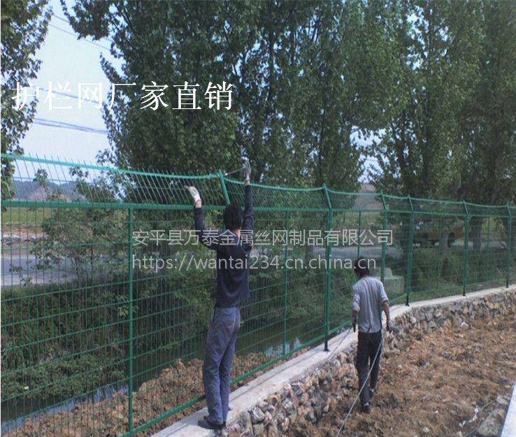 优质道路护栏网 公路隔离网 公路隔离栅栏厂家