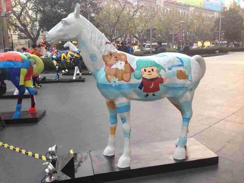 玻璃钢彩绘马雕塑图片彩绘牛造型雕塑价格