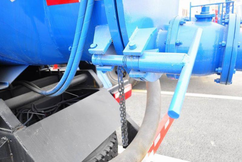东风多利卡5方吸污车 带高压清洗真空泵 免交购置税